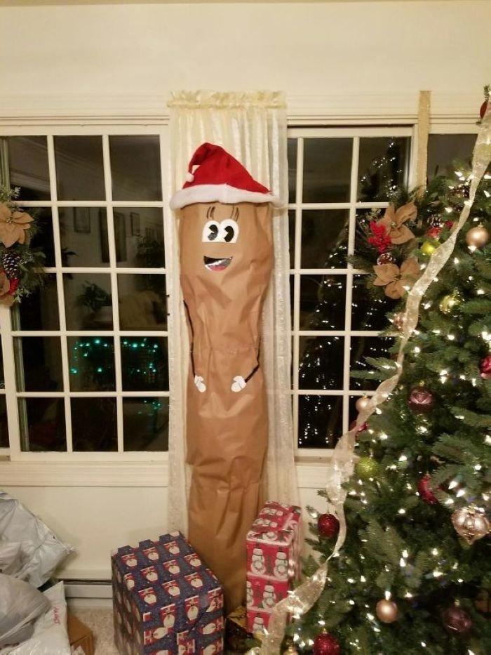"""""""Вот так моя мама завернула ковёр для моей сестры на Рождество"""" забавно, новый год, подарок, тролль, упаковка, юмор"""
