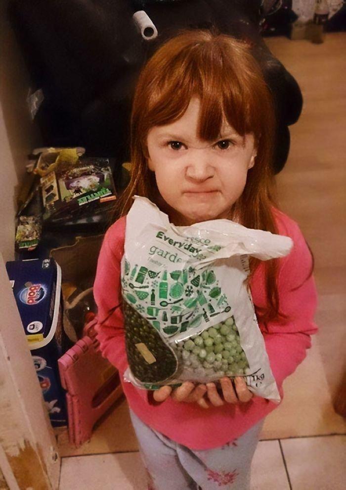 Девочка попросила на Рождество что-нибудь из мультфильма «Холодное сердце» («Frozen»), а получила замороженный горох (frozen peas) забавно, новый год, подарок, тролль, упаковка, юмор