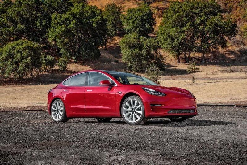 Как и старшие модели, Model 3 имеет безрамочные двери и выдвижные ручки Model 3, Tesla model 3, tesla, авто, автомобили, тест-драйв, электрокар, электромобиль