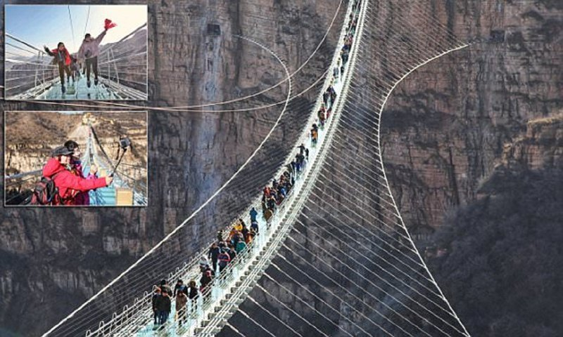 В Китае открылся самый длинный в мире стеклянный мост ynews, китай, новая достопримечательность, новости, открытие моста, развлечение для бесстрашных, события, стеклянный мост