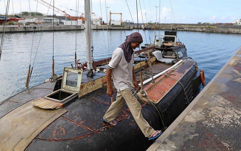 Польский моряк с кошкой 7 месяцев дрейфовал в Индийском океане Мореплаватель, животные, кошка, моряк, океан, шлюпка