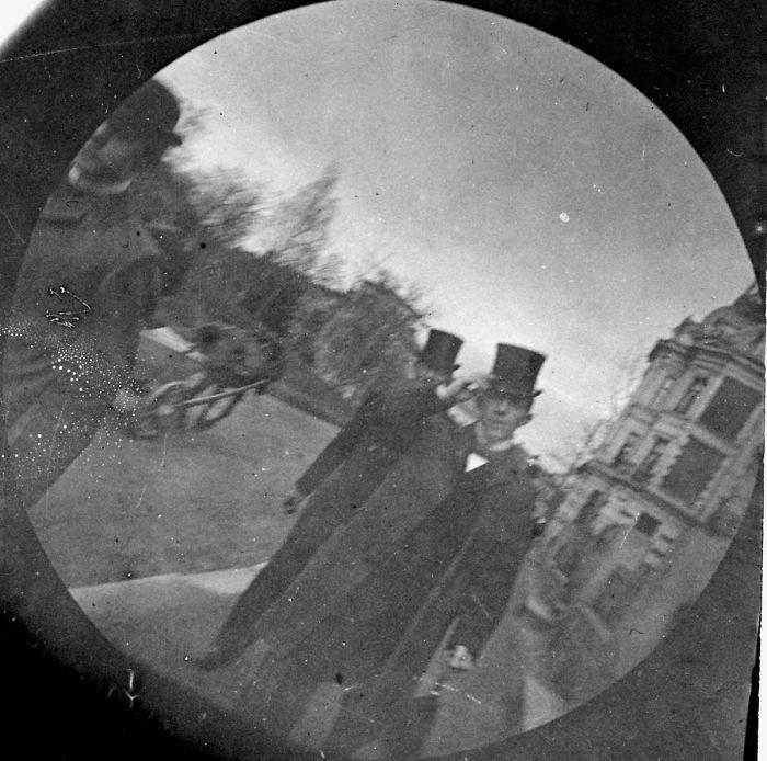 Скрытые камеры что делают девушки когда одни, домашний секс мужа и жены фото