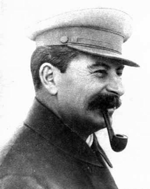 Сосет член сталина