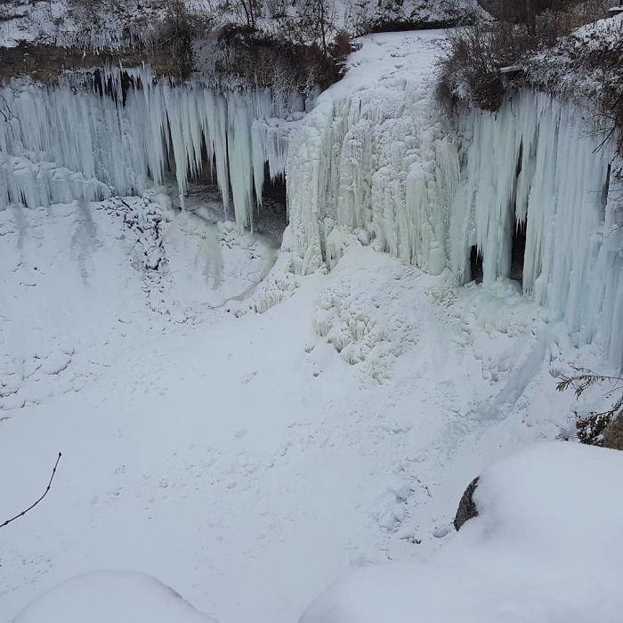 15. Замерзший водопад Миннехаха в Миннеаполисе канада, мороз, погода, сша, фото, холод, явление