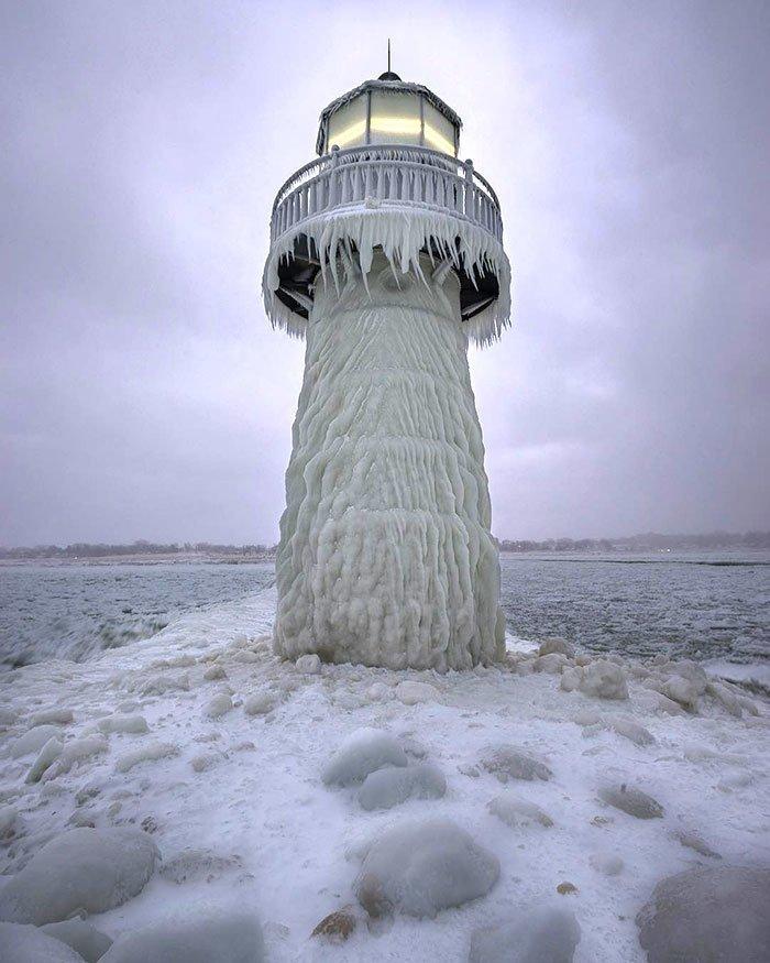 7. Маяк в Сент-Джозефе, Мичиган канада, мороз, погода, сша, фото, холод, явление
