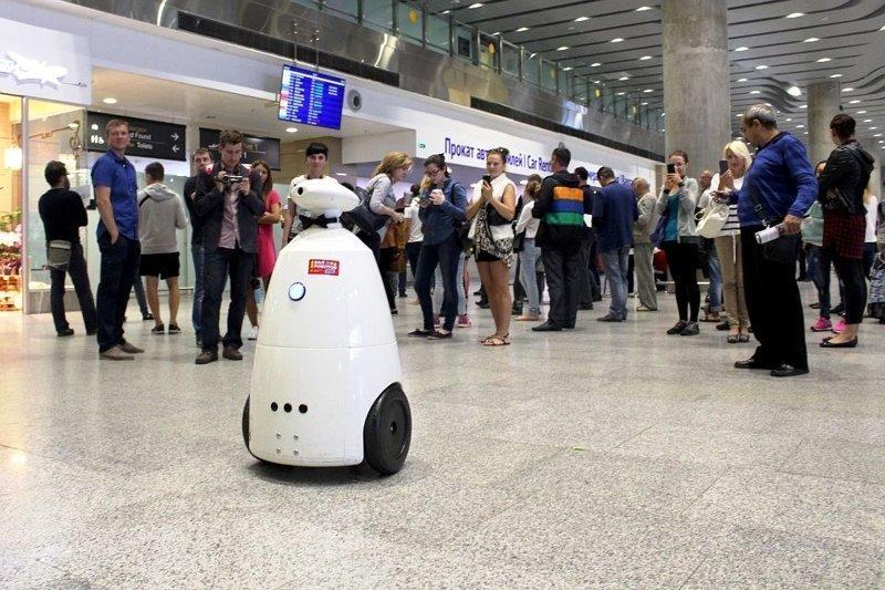 2. В 2016 в Пулково появился робот Борис, развлекающий пассажиров интересно, перелеты, путешествия, российские аэропорты, россия, самолеты, факты