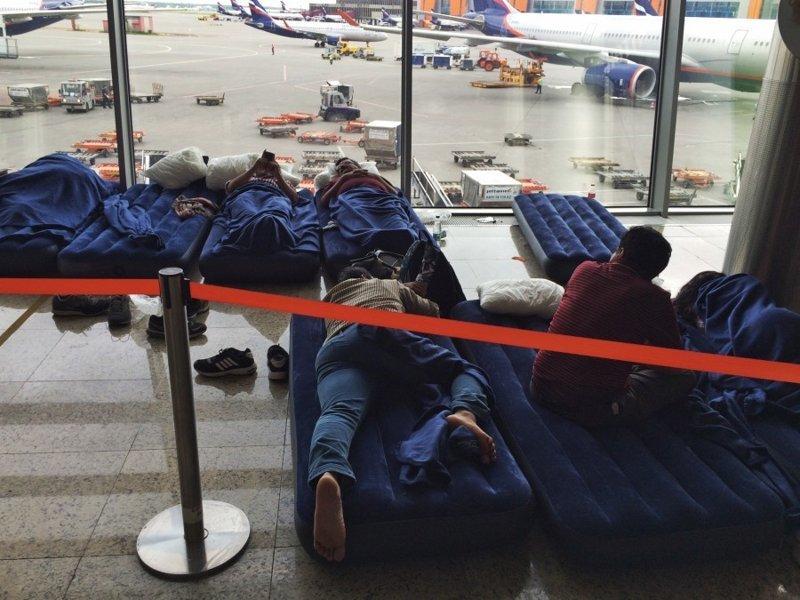 4. Иногда вылеты задерживают более, чем на 5 часов, тогда аэропорт обязан позаботиться о комфорте пассажиров и обеспечить их спальным местом интересно, перелеты, путешествия, российские аэропорты, россия, самолеты, факты
