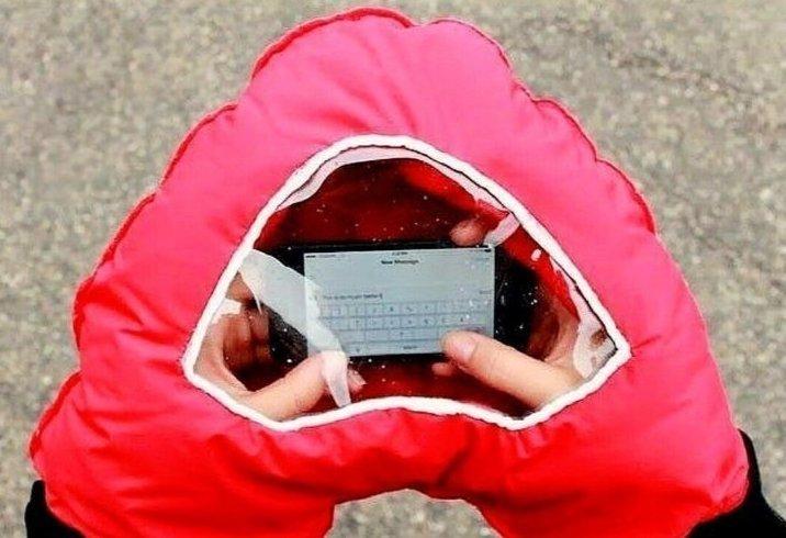 3. Удобная штука, чтобы гаджет не промок ватрушки, зима, зимние развлечения, россия, сани, смешно, фото