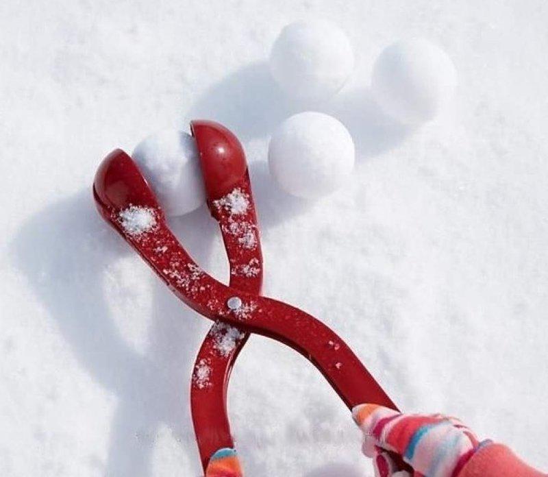 1. Существует даже снежколеп. Он создает снежки идеальной формы ватрушки, зима, зимние развлечения, россия, сани, смешно, фото