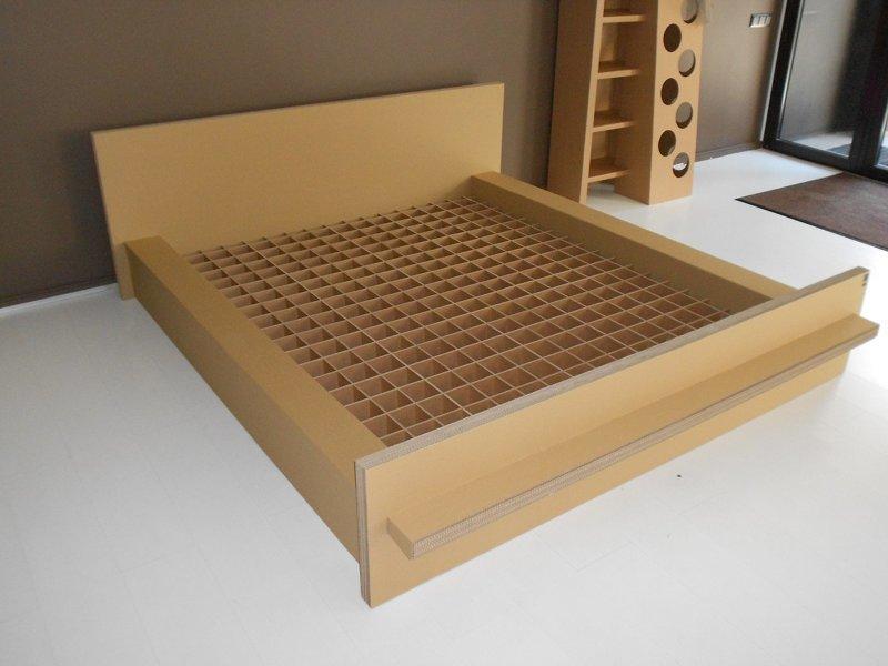 4. Из картона давно создают основания для кроватей. Сами мы на таких спать не пробовали, но выглядят они довольно внушительно идеи, интересно, мастер на все руки, своими руками, сделай сам, фото