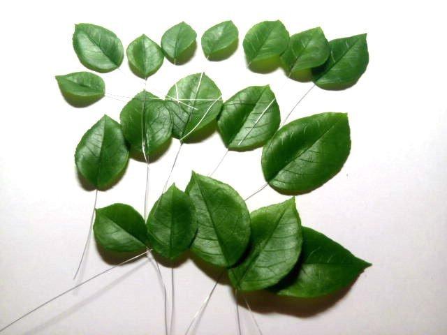 проволока в листьях изготовление цветка, лепка розы, рукоделие с процессом, создание розы из фарфора, цветы из глины