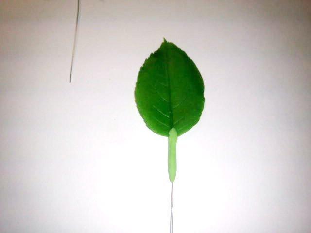 теперь немного процесса.делаем веточку. изготовление цветка, лепка розы, рукоделие с процессом, создание розы из фарфора, цветы из глины