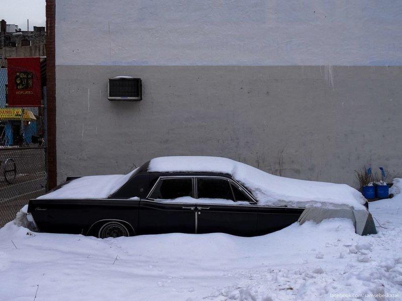 На пустующем участке в Уильямсбурге. Сейчас этой машины там уже нет. америка, нью-йорк, олдтаймер, ретро авто, ретро автомобили, сша, фото, фотографии