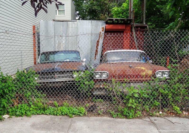 Брошенный дом в районе Ред-Хук, Бруклин америка, нью-йорк, олдтаймер, ретро авто, ретро автомобили, сша, фото, фотографии