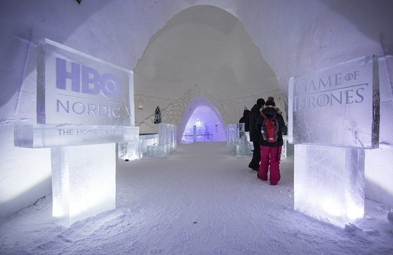 Совместный проект телеканала HBO Nordic и сети отелей Lapland Hotels SnowVillage расположен на курорте Киттиля, в 200 км за Полярным кругом Отель, игра престолов, лед, мир, сериал, снег, финляндия, фото
