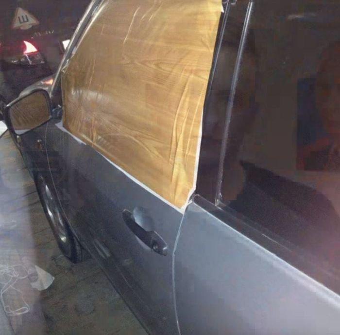 В Кемерове автохам на Крузаке разбил стекло другому автомобилисту