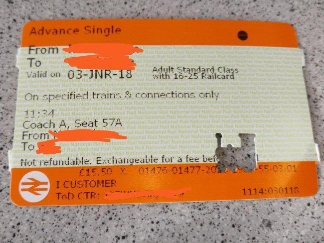Компостер, которым кондуктор прокалывает билеты в поезде, оставляет отверстия в виде локомотива необычные вещи, прикол, фото