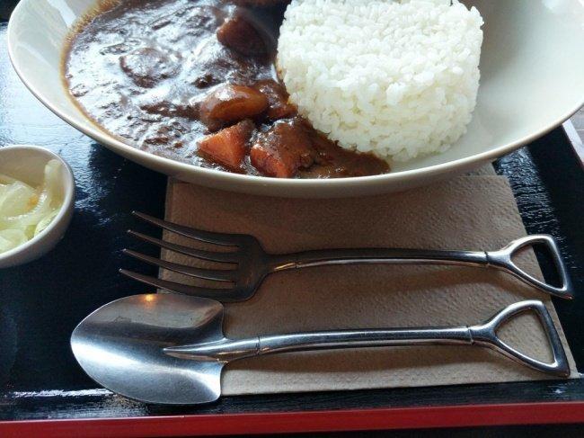 Приборы в японском ресторане выполнены в виде миниатюрных вил и лопаты необычные вещи, прикол, фото