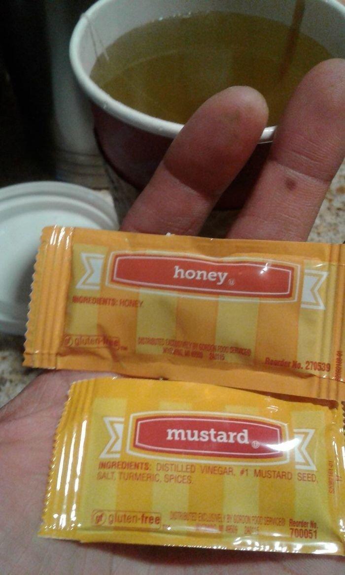 В одном пакетике мед, в другом - горчица. Надо очень внимательно присмотреться, чтобы не пить горчичный чай! аферисты, введение в заблуждение, жулики, жульничество, покупатели, потребители, товары и услуги, упаковка