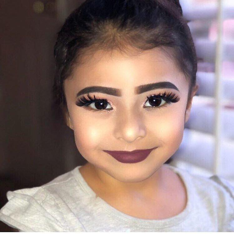 Фаре говорит, что маленькая девочка на снимке никак не связана с ней и что она нашла фотографии на другом аккаунте и просто переопубликовала их внешность, дети, косметика, критика, лицо, люди, макияж, мнение