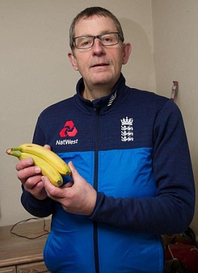 52-летний житель Великобритании по имени Нил Лэнгли несколько дней назад отправился в близлежащий супермаркет ASDA, где купил связку бананов бананы, в мире, паук, сюрприз, фрукты