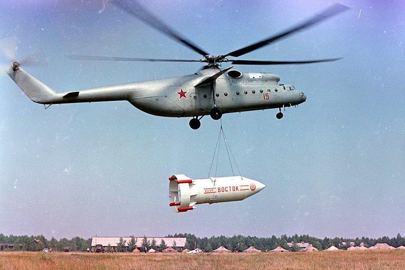 Ми-6 (по классификации НАТО: «Крюк») создавался для переброски мобильных тактических ракетных комплексов «Луна». Первый в мире серийный вертолет с двумя газотурбинными двигателями со свободной турбиной. Вертолеты России, Ми-1, Ми-24, Ми-8, авиаконструктор Михаил Миль