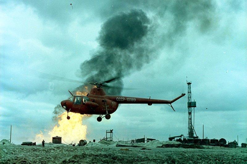 Ми-1 (по классификации НАТО: «Заяц») - Первый советский серийный вертолет. Разработан в ОКБ М. Л. Миля в конце 1940-х годов.  Вертолеты России, Ми-1, Ми-24, Ми-8, авиаконструктор Михаил Миль