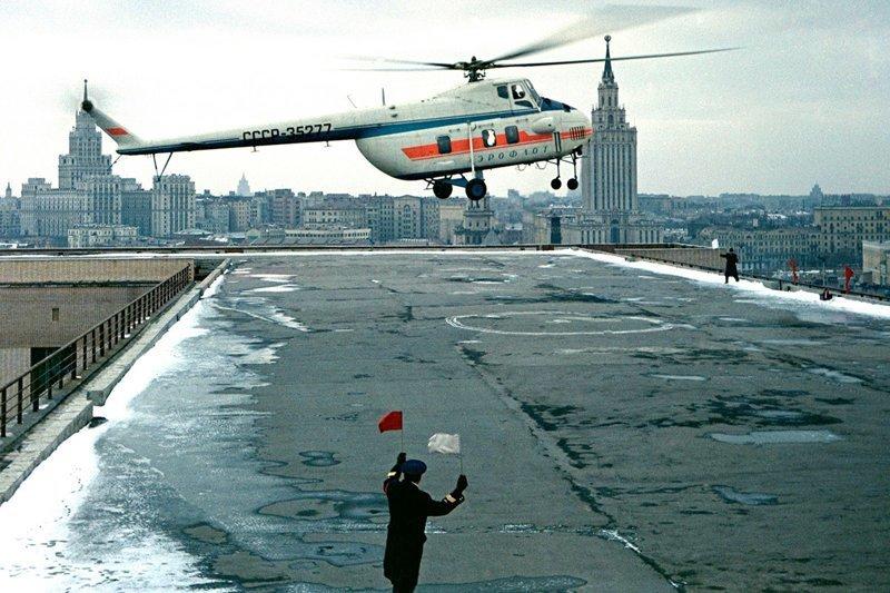 Ми-4 (по классификации НАТО: «Гончая») создавался по личному приказу Сталина и под руководством Лаврентия Берия как ответ американскому вертолету S-55. Вплоть до 1970-х годов являлся основным транспортно-десантным вертолетом стран Варшавского Договор Вертолеты России, Ми-1, Ми-24, Ми-8, авиаконструктор Михаил Миль