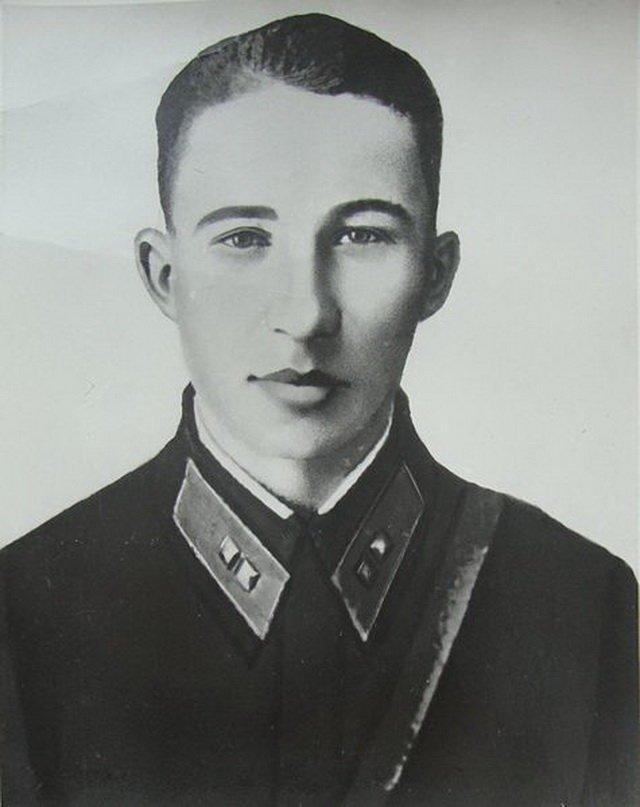 Одним из тяжелых танков КВ в составе батальона командовал 19-летний лейтенант Алексей Наумов.  Великая Отечественная Война, Подвиг людей, сталинградская битва