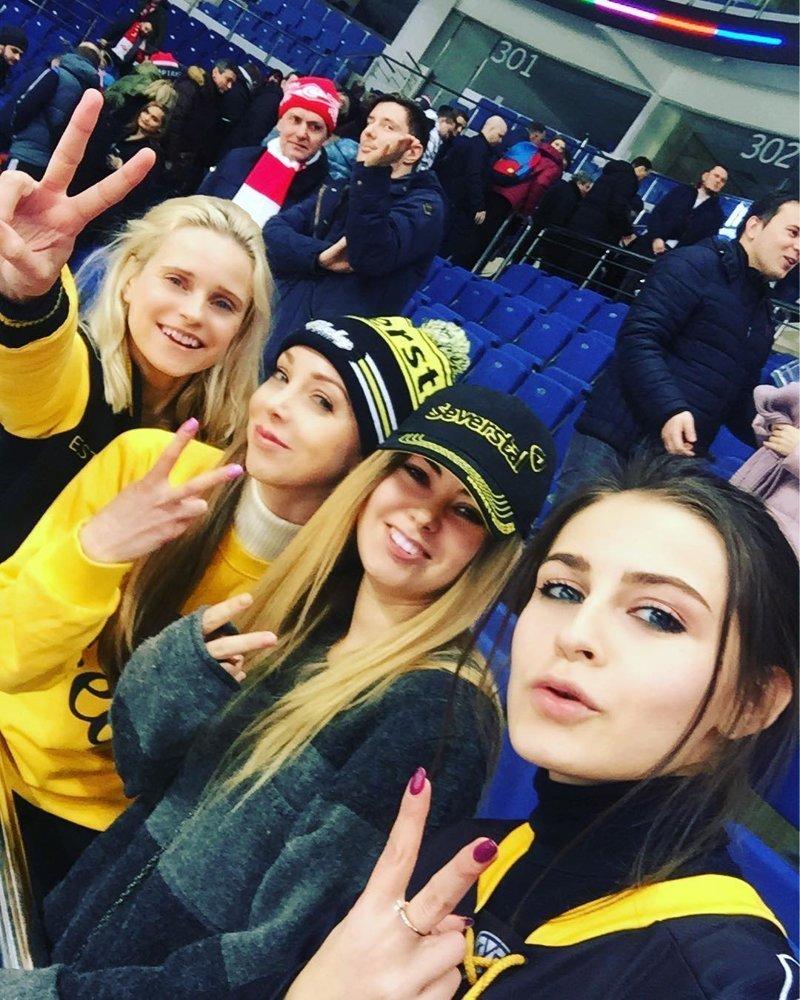 Болельщицы на трибунах ничуть не хуже ХКЛ, болельщицы, группа поддержки, красивые девушки, хоккей, черлидеры