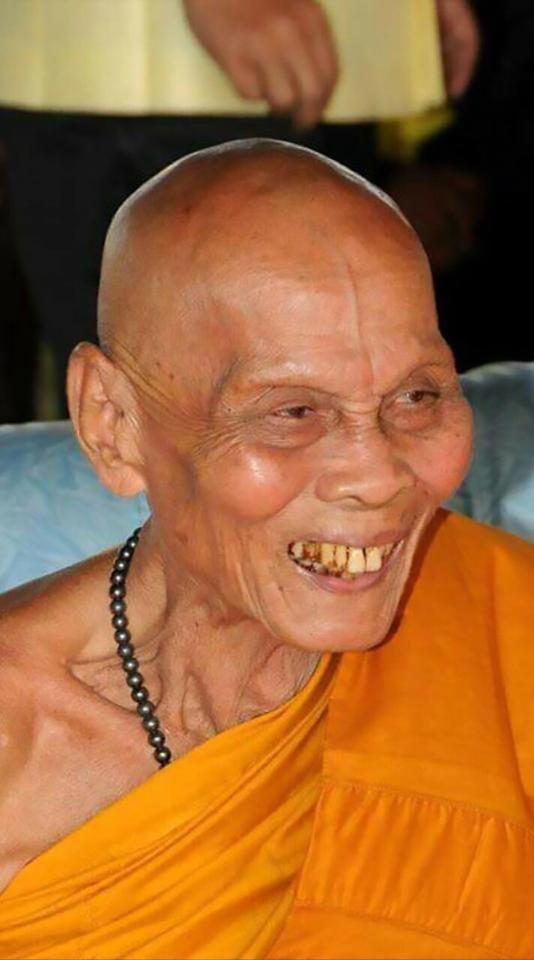 Буддийского монаха увидели с улыбкой на лице через 2 месяца после смерти будда, в мире, гроб, монах, мужчина, тело, улыбка