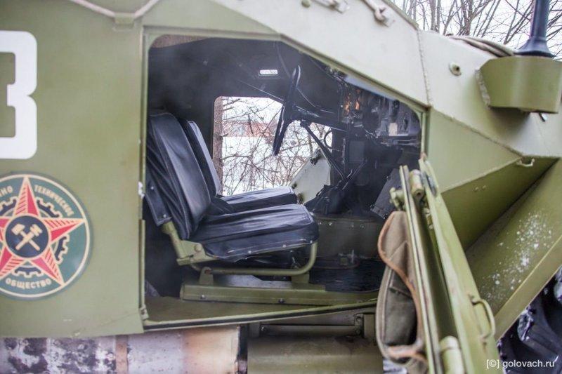 Забраться внутрь с непривычки проблема. Двери низкие, тяжеленные. авто, броневик, внедорожник, военная техника, газ, тест-драйв