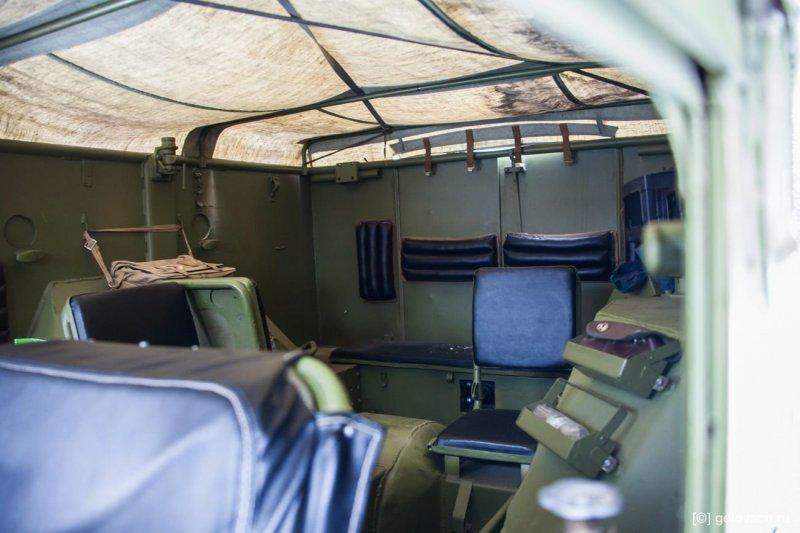 Позади могут разместиться 8 человек в боевой амуниции. авто, броневик, внедорожник, военная техника, газ, тест-драйв