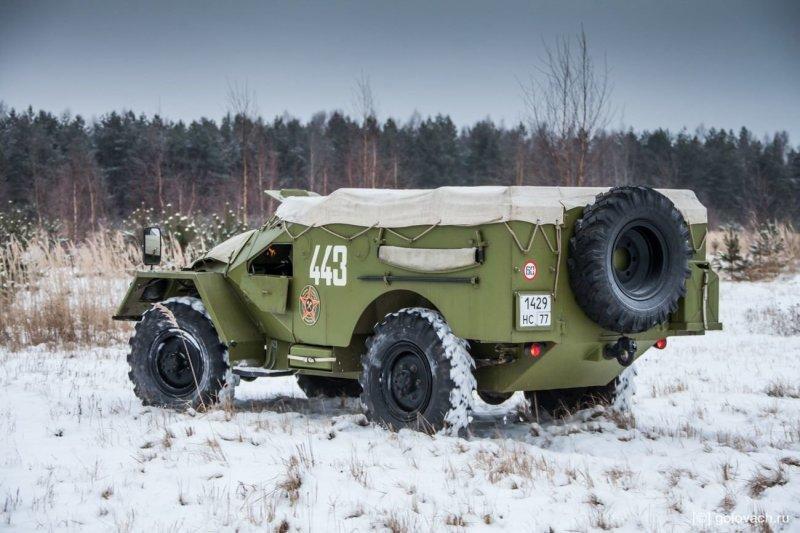 Ничего не видно, всё трясётся, автомобиль подпрыгивает на каждой кочке. Но, чувство, что ты едешь по лесу на настоящем броневике который весит 5,3 тонны — волшебное. авто, броневик, внедорожник, военная техника, газ, тест-драйв