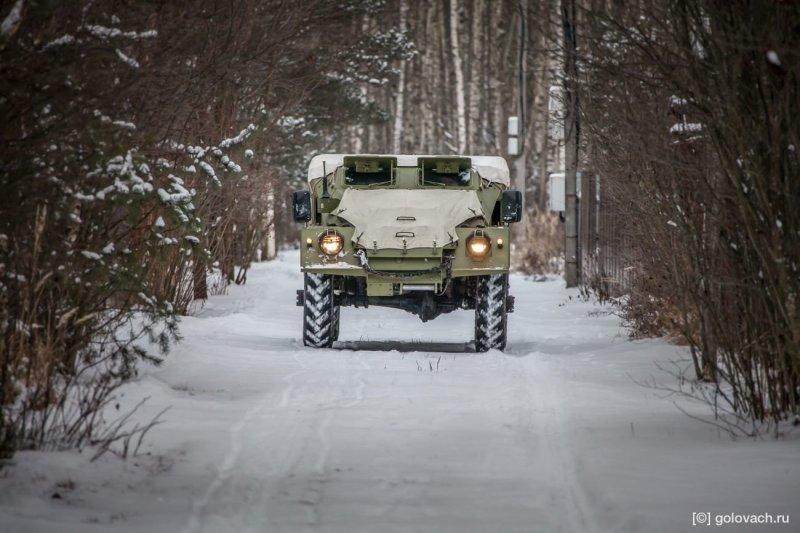 Мотор, трансмиссия, корпус — и всё. По военному чётко и строго. Нужно побольше ездить на таких авто, а то с техническим прогрессом можно все навыки управления растерять. авто, броневик, внедорожник, военная техника, газ, тест-драйв