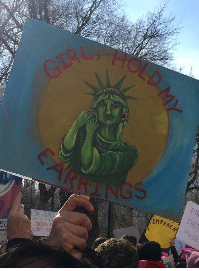 """""""Девочка, подержи-ка мои сережки!"""" ynews, вашингтон, женский марш, наглядная агитация, новости, нью-йорк, оригинально, сша"""