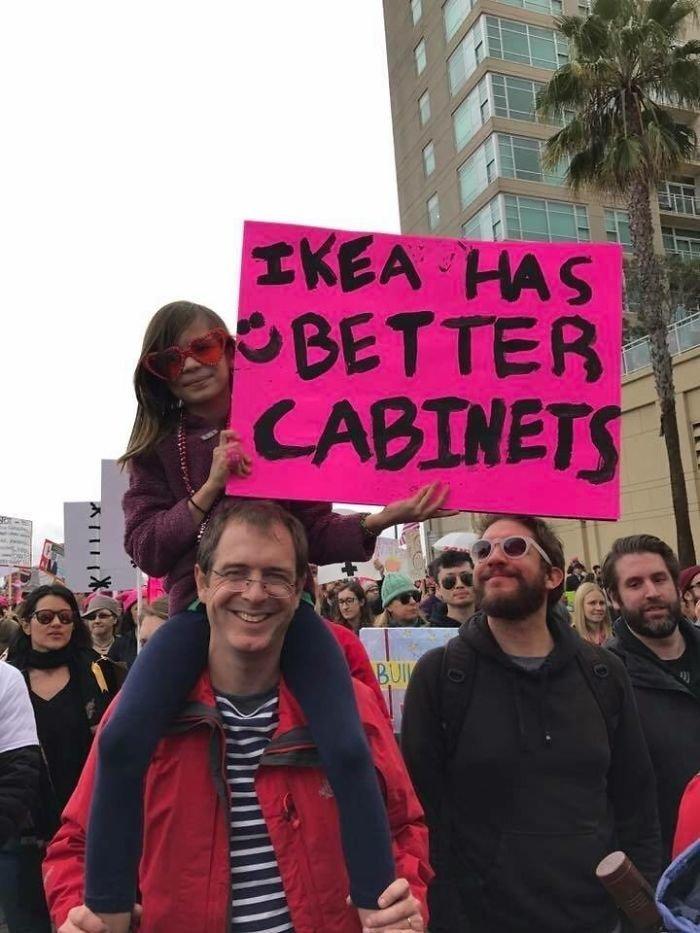 """""""Любой кабинет из IKEA лучше нашего кабинета министров!"""" ynews, вашингтон, женский марш, наглядная агитация, новости, нью-йорк, оригинально, сша"""