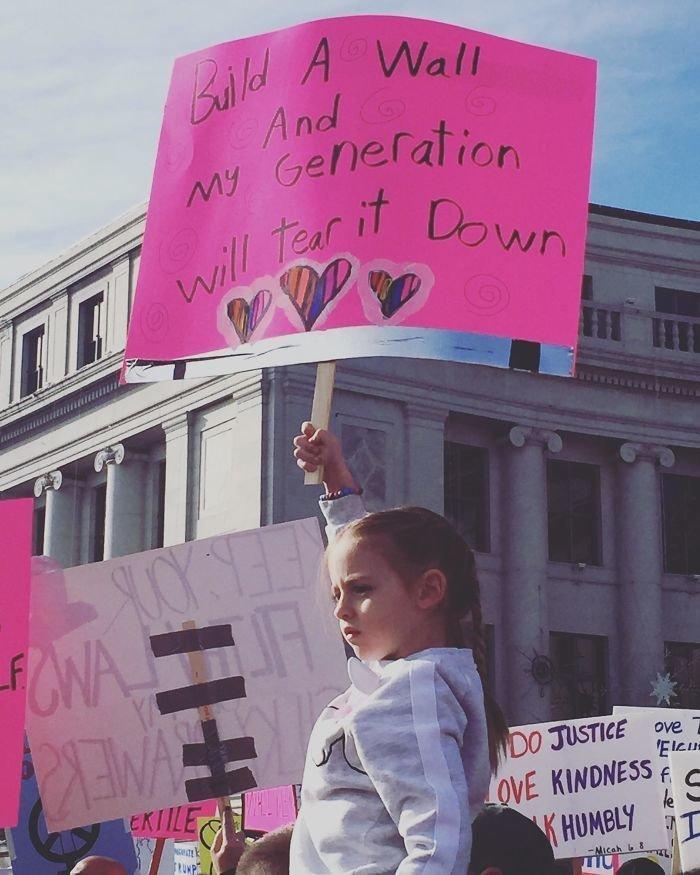 """""""Построите стену - мое поколение разрушит ее!"""" ynews, вашингтон, женский марш, наглядная агитация, новости, нью-йорк, оригинально, сша"""