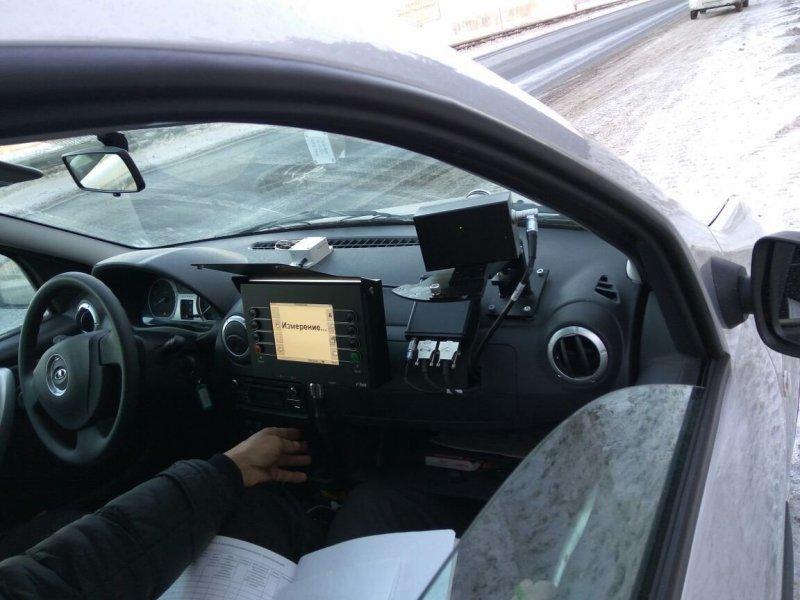 Особенность системы в том, что она может измерять скорость не только в стационарном режиме, но и во время движения «Лады». Более того, система будет фиксировать выезд автомобиля на встречку там, где это запрещено. авто, автомобили, видеофиксация, гибдд, измерение скорости, камера, маскировка, радар