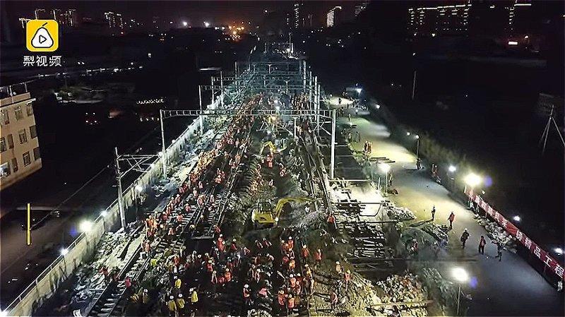 Полторы тысячи китайских рабочих всего за 9 часов проложили железнодорожное полотно для новой станции ynews, Эффективность, вот это да!, высокоскоростные поезда, железная дорога, китай, китайские работники, строительство