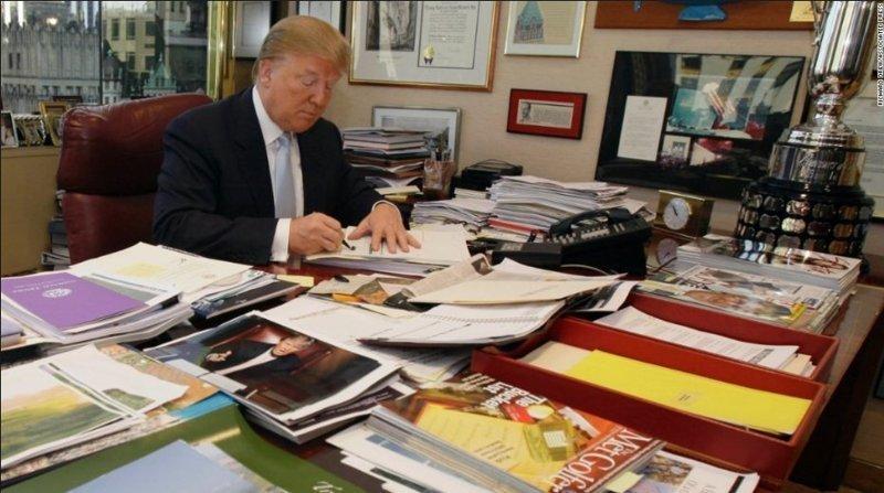Кто-то Трампа поддержал, опубликовав фото его другого рабочего места, в Трамп-тауэр Дональд Трамп, Трамп, кризис, президент, работа, рабочее место, сша, фото