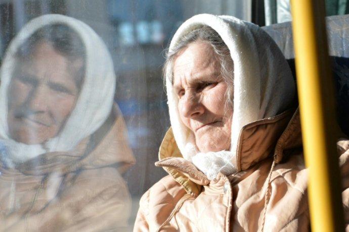 3. Не стоит уступать пожилым людям место в общественном транспорте абсурдные теории и открытия, британские ученые, наука в массы, открытия
