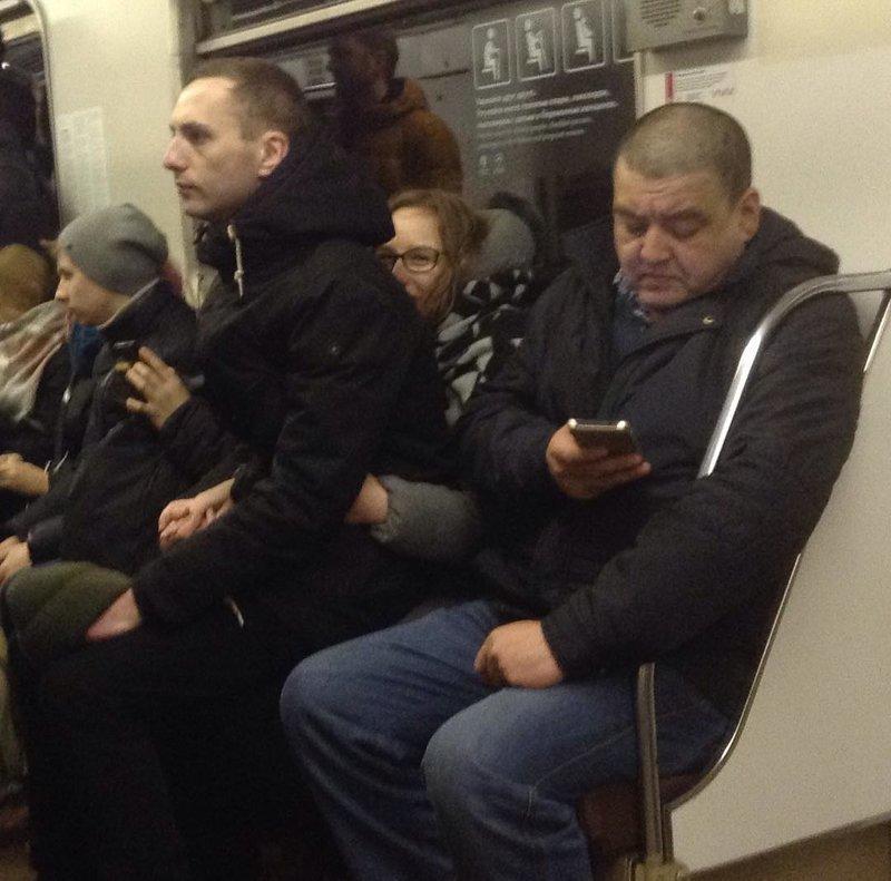 В метро WTF?, WTF?!, капец какой-то, мир сошёл с ума, пипец, своя атмосфера, что здесь происходит, что это было?