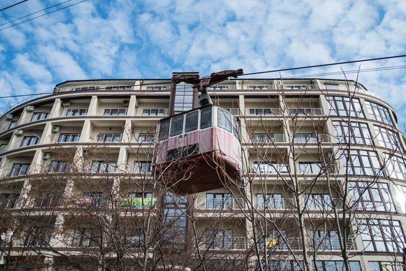 Хотел прокатиться по канатке до Массандровского парка, а она давно заброшена. Хотя совсем рядом новые жилые комплексы. крым, отдых, россия