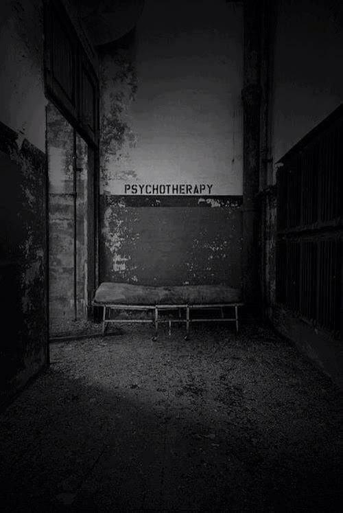 Представьте, сколько пугающих историй происходило в этих стенах, где с людьми, не контролирующими свое сознание, происходили странные вещи больницы, жутковато, заброшенные места, фото