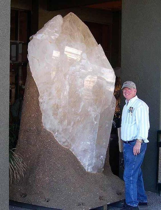 Еще немножко, самую малость, кварца драгоценности, камни, огромные, полудрагоценные, самые большие, факты