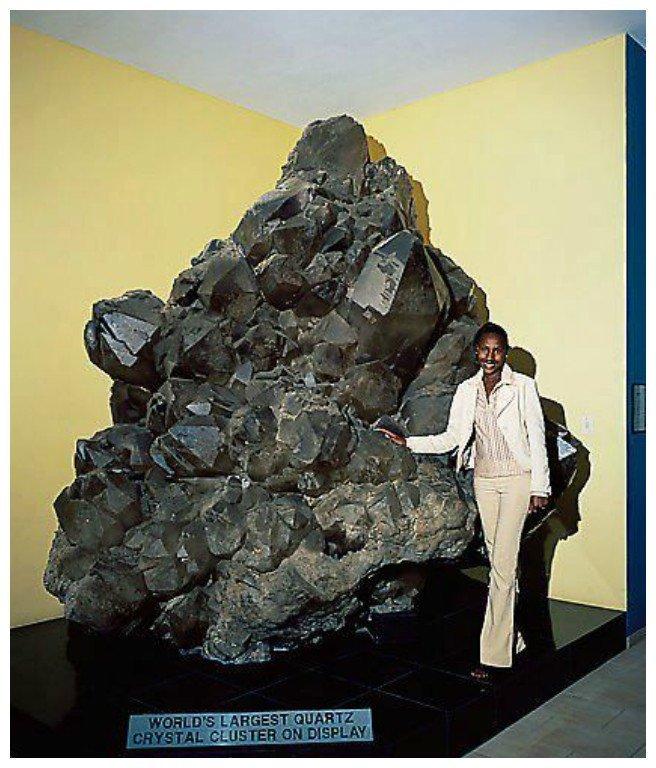 Крупнейший в мире кварцевый кристаллический кластер драгоценности, камни, огромные, полудрагоценные, самые большие, факты