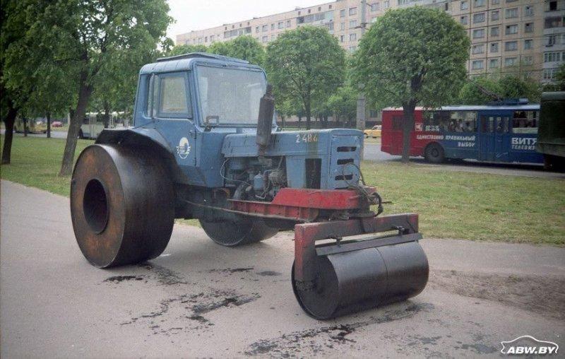 Еще одна экзотическая профессия сельскохозяйственного трактора после доработки - дорожный каток. МТЗ, авто, автомобили, беларусы, сельхозтехника, спецтехника, трактор
