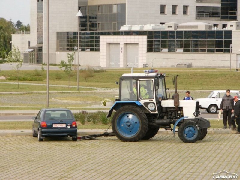 Сугубо белорусское изобретение - милицейский трактор-эвакуатор. МТЗ, авто, автомобили, беларусы, сельхозтехника, спецтехника, трактор