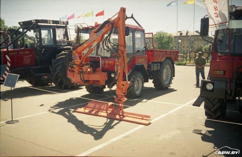 """На агрегатах все того же классического """"Беларуса"""" сам тракторный завод еще в 1990-х годах создал так называемое """"шасси универсальное"""" ШУ-356. МТЗ, авто, автомобили, беларусы, сельхозтехника, спецтехника, трактор"""